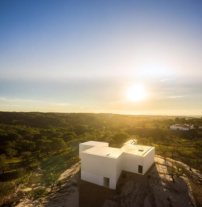 House-in-Fontinha-by-Aires-Mateus-&-Associados-03