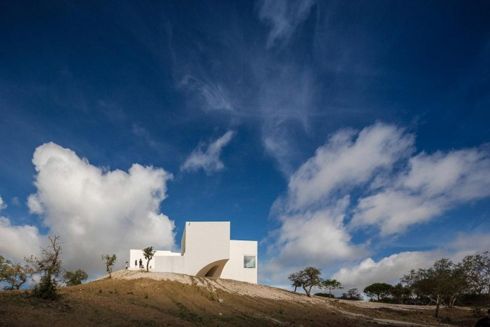 House-in-Fontinha-by-Aires-Mateus-&-Associados-05