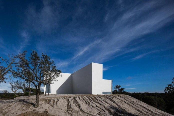 House-in-Fontinha-by-Aires-Mateus-&-Associados-07