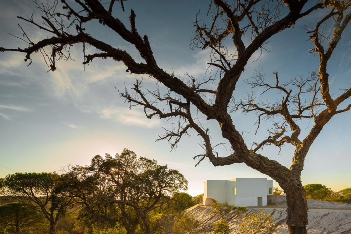 House-in-Fontinha-by-Aires-Mateus-&-Associados-08