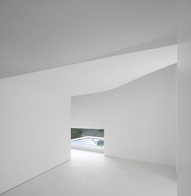 House-in-Fontinha-by-Aires-Mateus-&-Associados-11