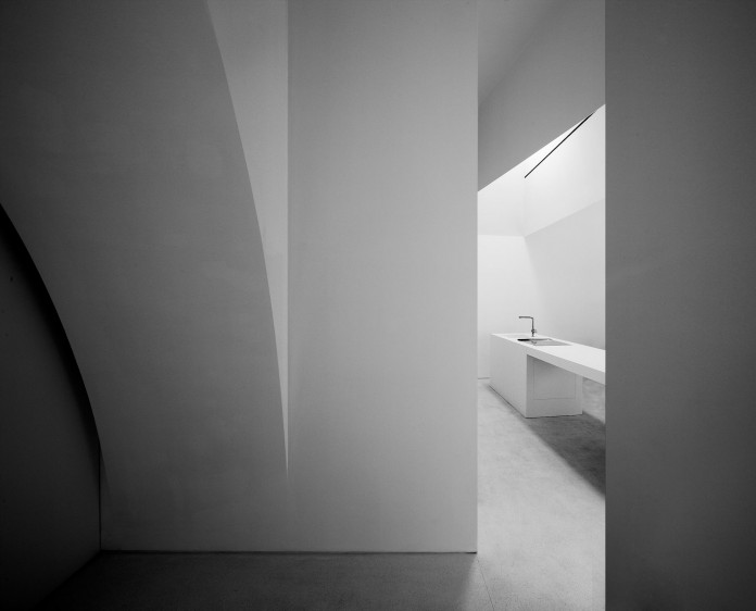 House-in-Fontinha-by-Aires-Mateus-&-Associados-24