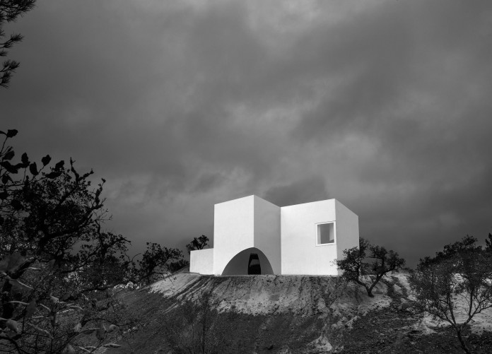 House-in-Fontinha-by-Aires-Mateus-&-Associados-34