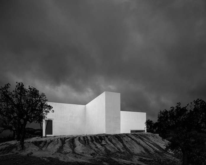 House-in-Fontinha-by-Aires-Mateus-&-Associados-35