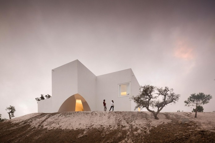 House-in-Fontinha-by-Aires-Mateus-&-Associados-36