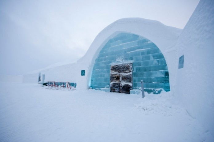 Ice Hotel: the world's first and largest hotel built of snow and ice-03