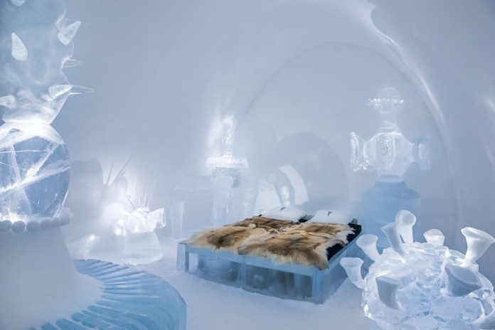 Ice Hotel: the world's first and largest hotel built of snow and ice-05