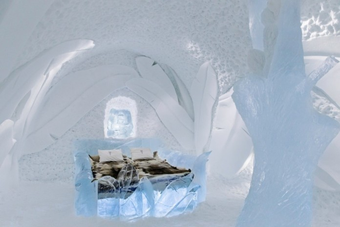 Ice Hotel: the world's first and largest hotel built of snow and ice-09