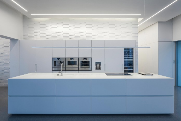 Layers-of-White-by-Pitsou-Kedem-Architects-19