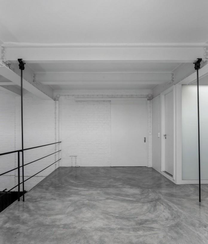 Minimalist-Black-and-White-Anjos-Loft-by-João-Tiago-Aguiar-13