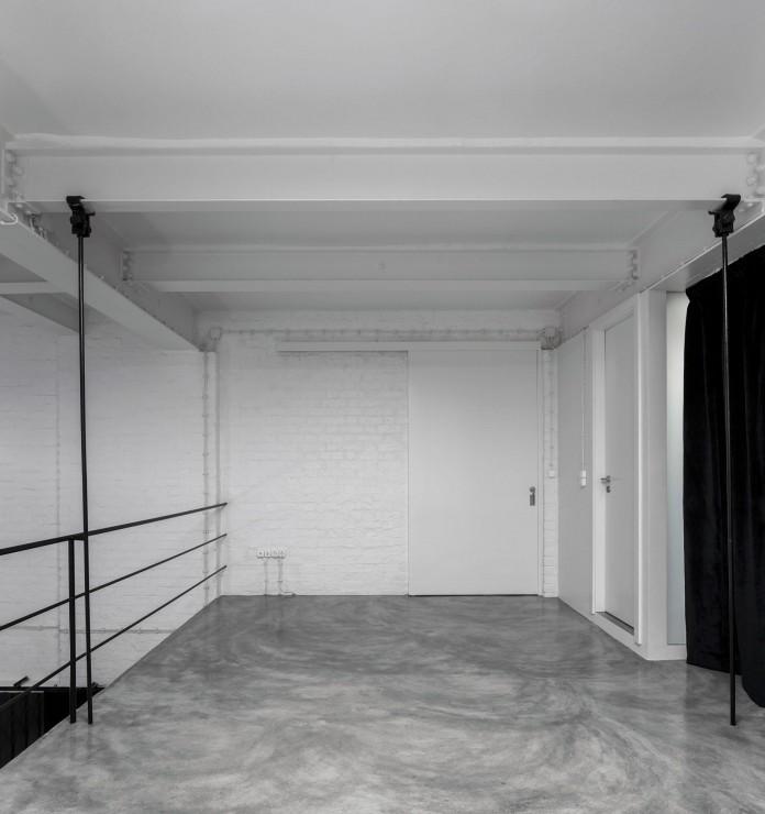 Minimalist-Black-and-White-Anjos-Loft-by-João-Tiago-Aguiar-14