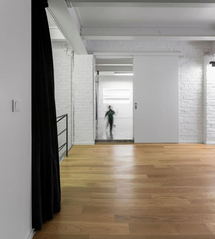 Minimalist-Black-and-White-Anjos-Loft-by-João-Tiago-Aguiar-15