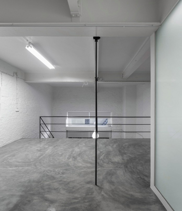 Minimalist-Black-and-White-Anjos-Loft-by-João-Tiago-Aguiar-16