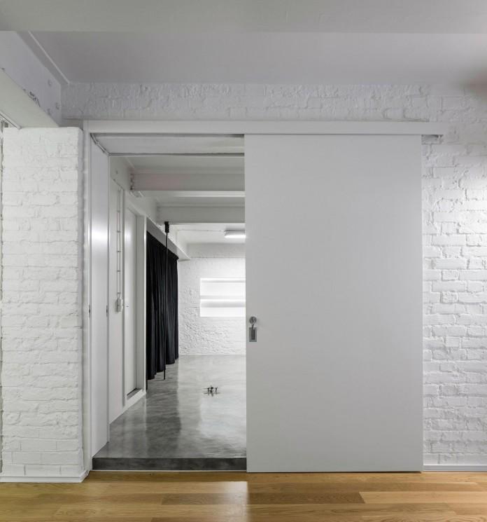 Minimalist-Black-and-White-Anjos-Loft-by-João-Tiago-Aguiar-17