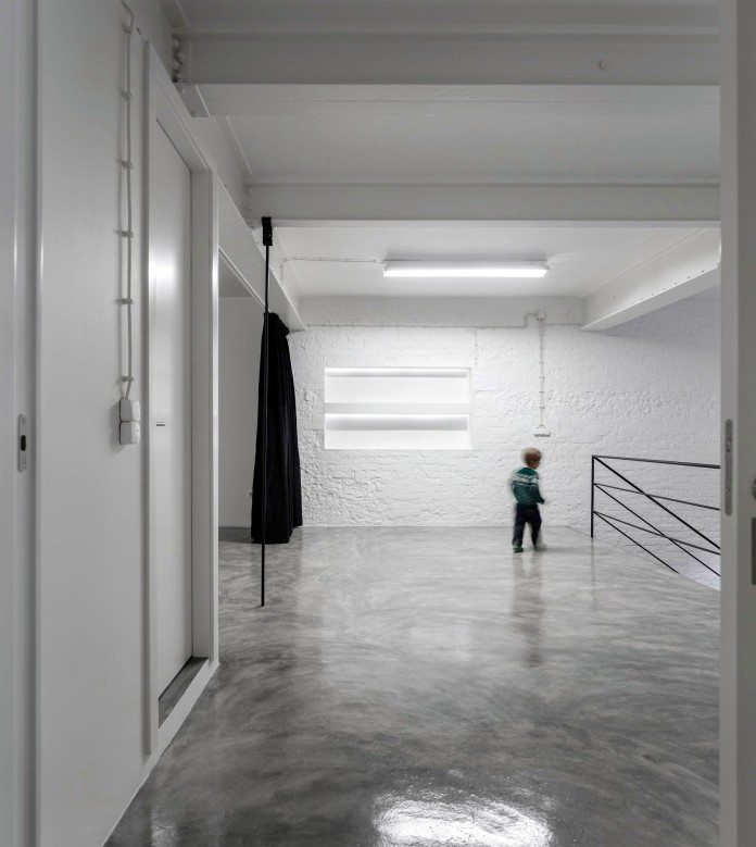 Minimalist-Black-and-White-Anjos-Loft-by-João-Tiago-Aguiar-18