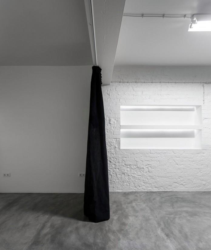 Minimalist-Black-and-White-Anjos-Loft-by-João-Tiago-Aguiar-19