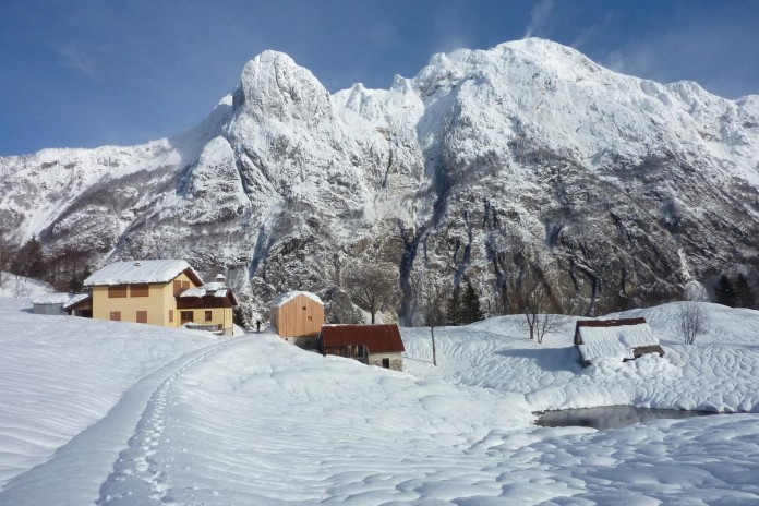 Mountain-residence-in-Paluzza-by-Ceschia-e-Mentil-Architetti-Associati-13