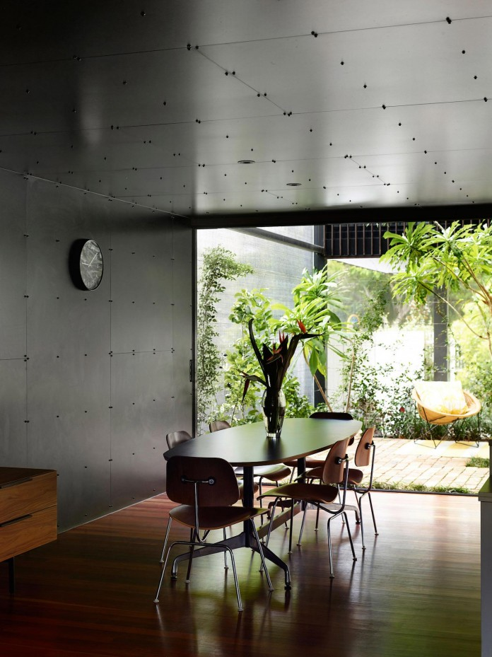 Oxlade-Drive-House-by-James-Russell-Architect-09