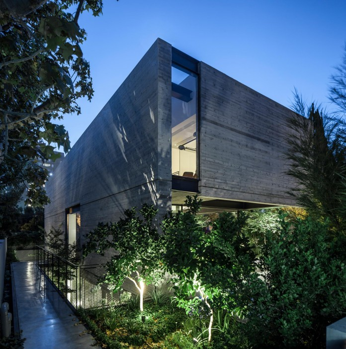 SB-House-by-Pitsou-Kedem-Architects-25