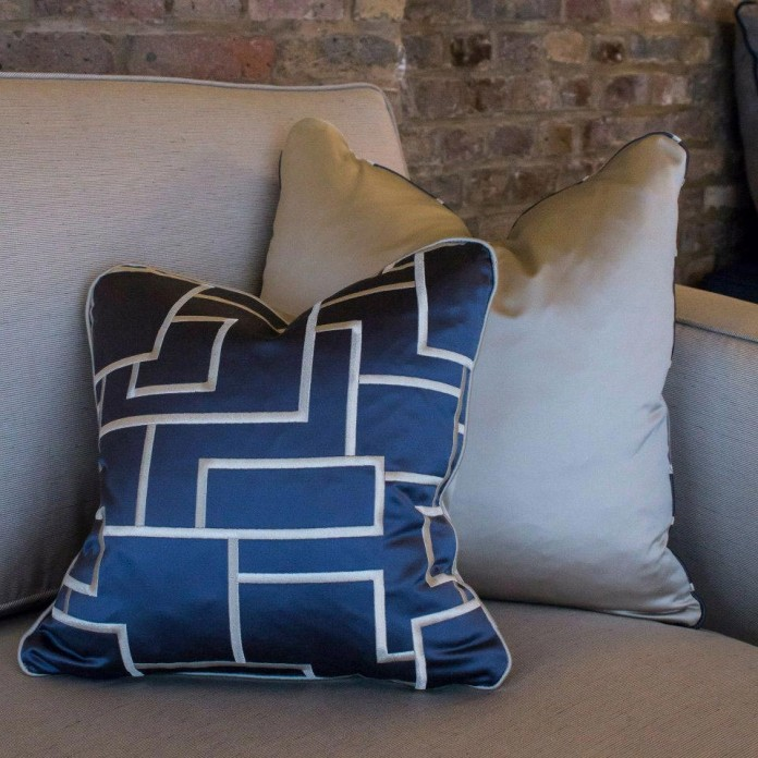 Shad-Thames-Warehouse-Apartment-by-Maisha-Design-04