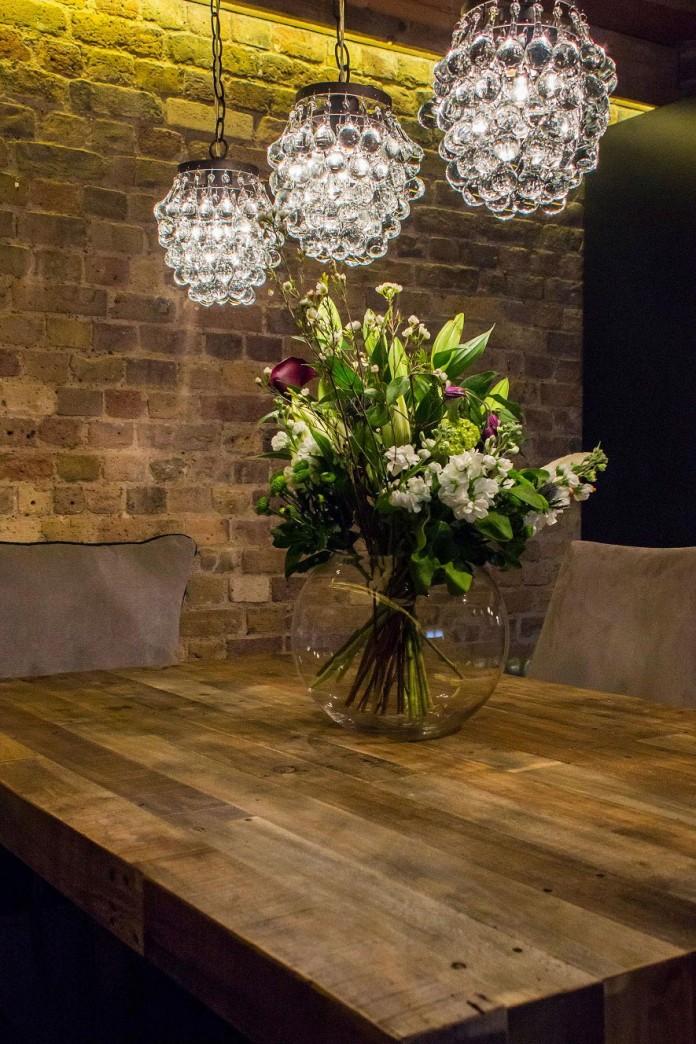 Shad-Thames-Warehouse-Apartment-by-Maisha-Design-09