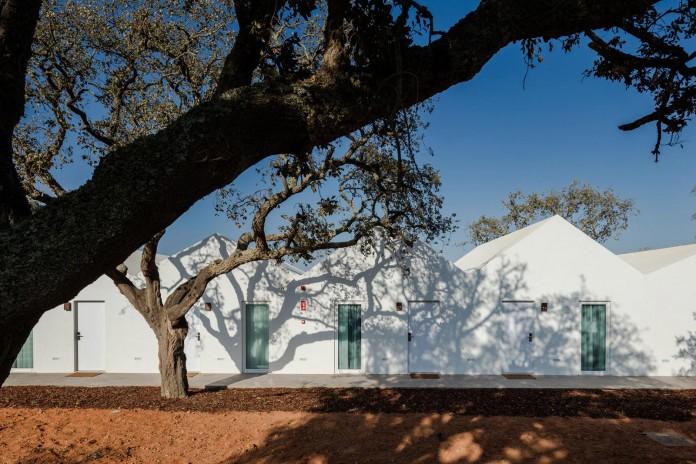 Vale-das-Sobreiras-Hotel-by-Future-Architecture-Thinking-05