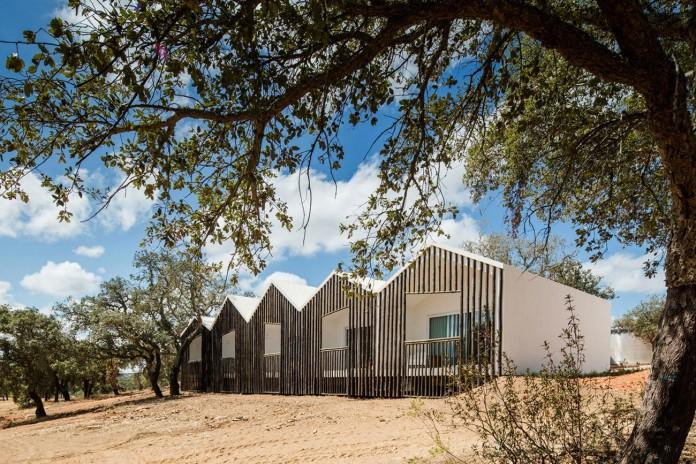 Vale-das-Sobreiras-Hotel-by-Future-Architecture-Thinking-07