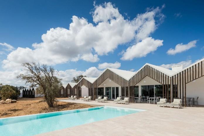 Vale-das-Sobreiras-Hotel-by-Future-Architecture-Thinking-09