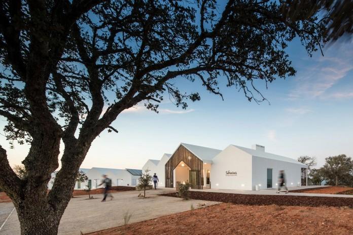 Vale-das-Sobreiras-Hotel-by-Future-Architecture-Thinking-32