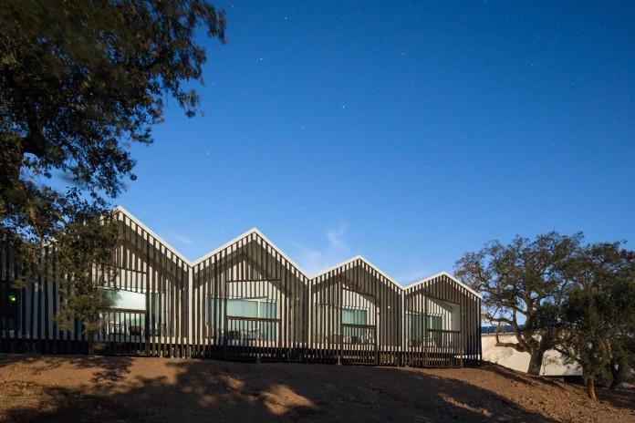 Vale-das-Sobreiras-Hotel-by-Future-Architecture-Thinking-38