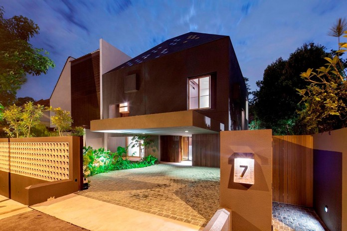 7-Namly-Hill-small-semi-detached-house-in-Singapore-by-ipli-architects-01