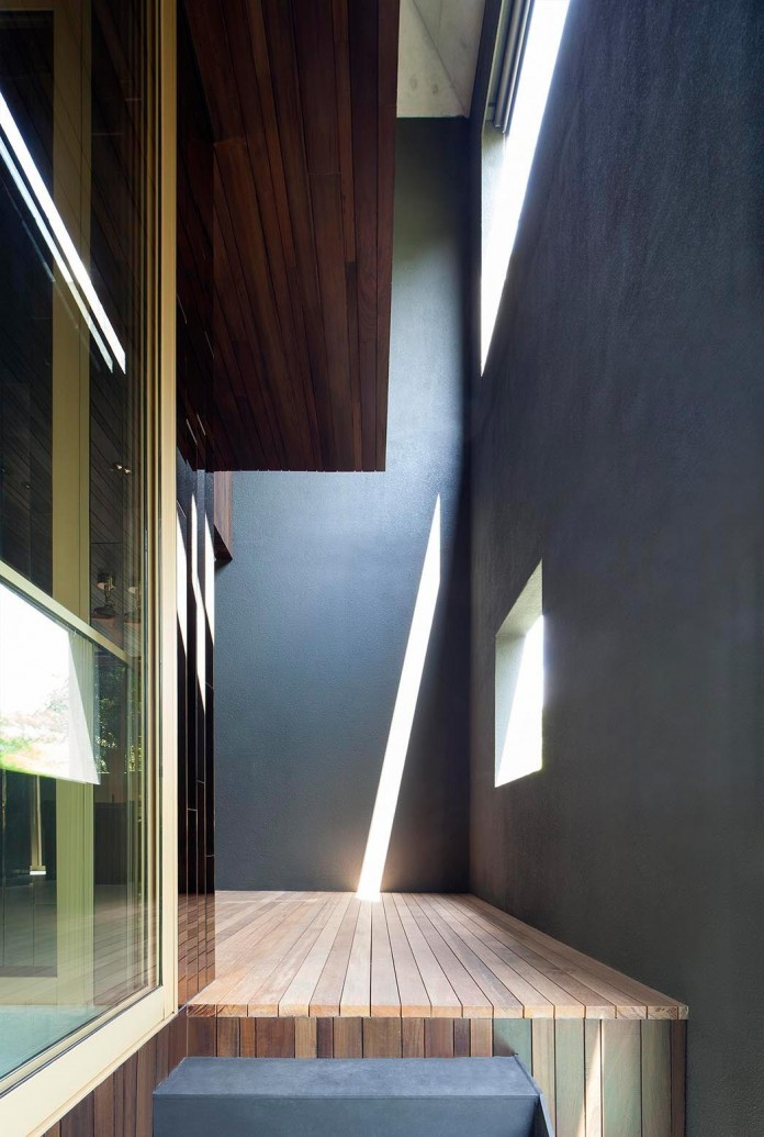 7-Namly-Hill-small-semi-detached-house-in-Singapore-by-ipli-architects-02