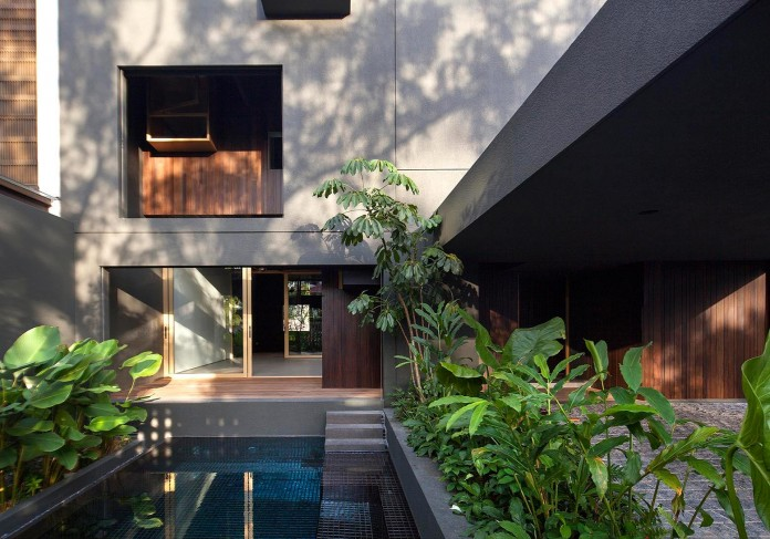 7-Namly-Hill-small-semi-detached-house-in-Singapore-by-ipli-architects-12