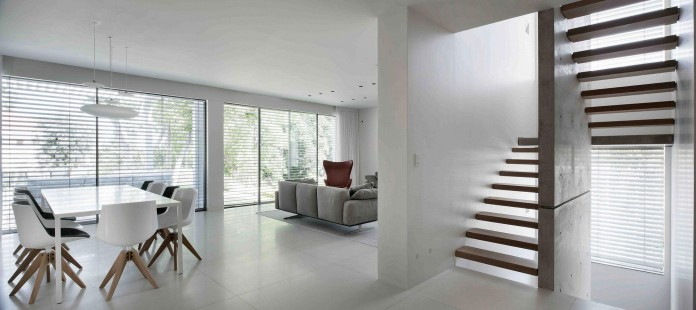 An-Aluminium-Vested-Home-by-Studio-de-Lange-03