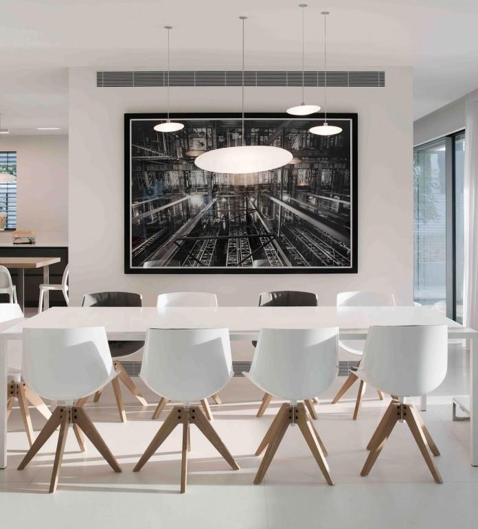 An-Aluminium-Vested-Home-by-Studio-de-Lange-08