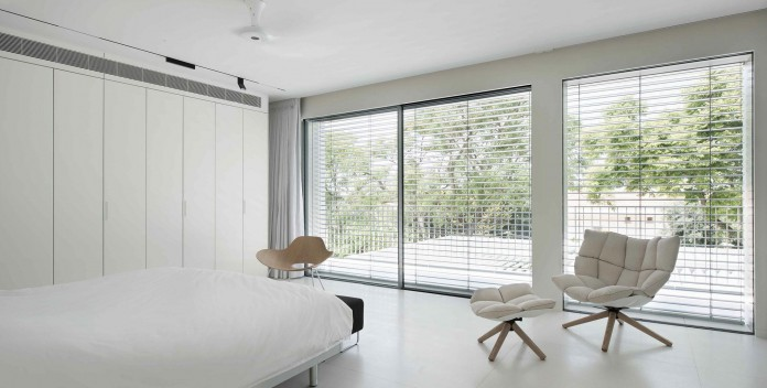 An-Aluminium-Vested-Home-by-Studio-de-Lange-09