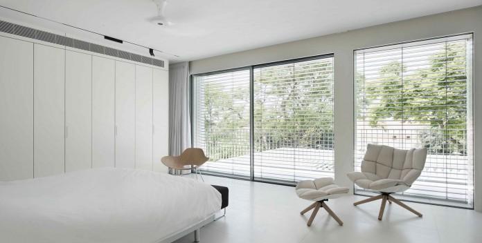 An-Aluminium-Vested-Home-by-Studio-de-Lange-09