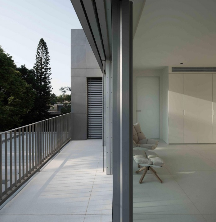An-Aluminium-Vested-Home-by-Studio-de-Lange-10