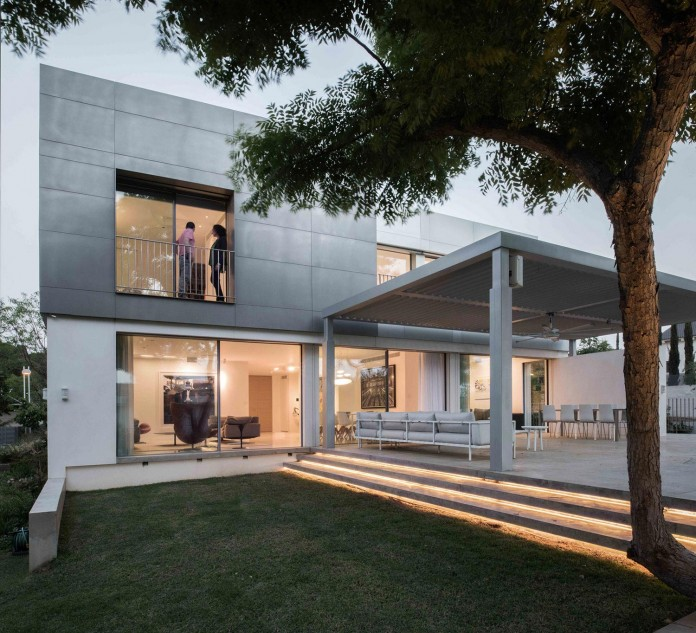 An-Aluminium-Vested-Home-by-Studio-de-Lange-11