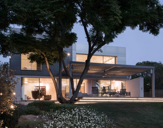 An-Aluminium-Vested-Home-by-Studio-de-Lange-12