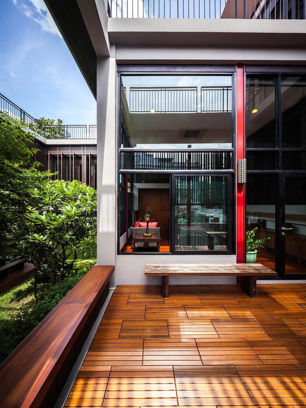 baan sukothai 11 home by paripumi design features 360 degree perspectives over the interior garden - Home Design Degree