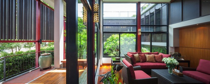 Baan-Sukothai-11-Home-by-Paripumi-Design-features-360-degree-perspectives-over-the-interior-garden-06