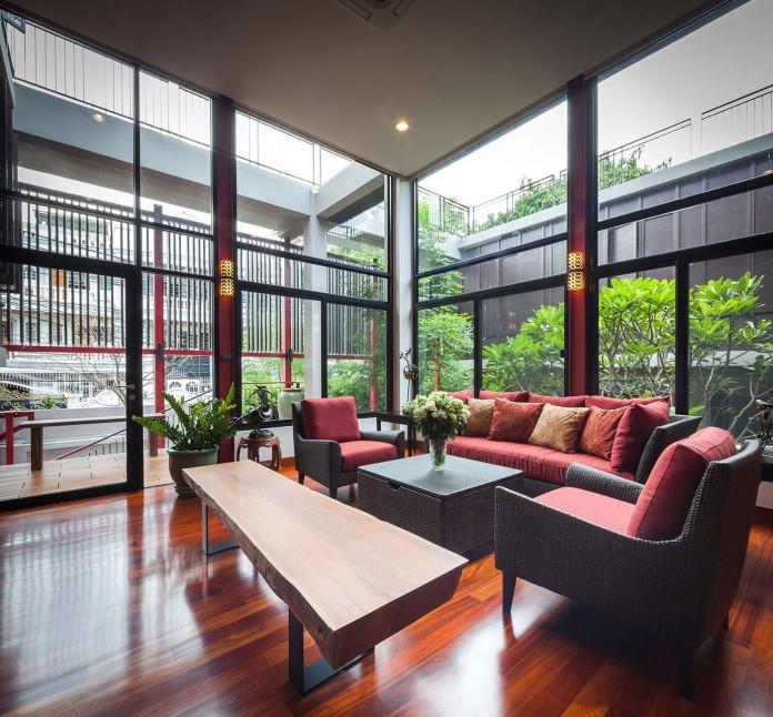 Baan-Sukothai-11-Home-by-Paripumi-Design-features-360-degree-perspectives-over-the-interior-garden-07
