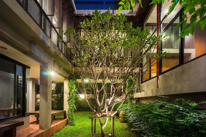Baan-Sukothai-11-Home-by-Paripumi-Design-features-360-degree-perspectives-over-the-interior-garden-08