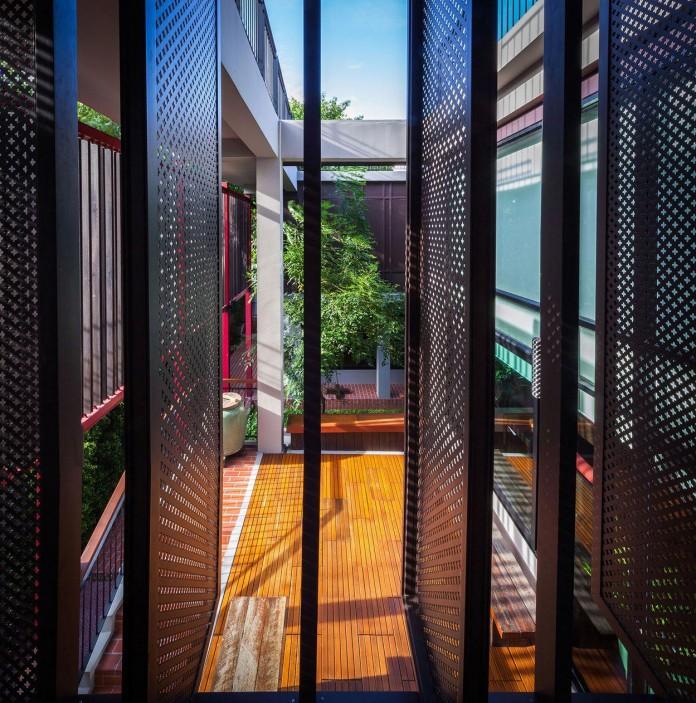 Baan-Sukothai-11-Home-by-Paripumi-Design-features-360-degree-perspectives-over-the-interior-garden-09