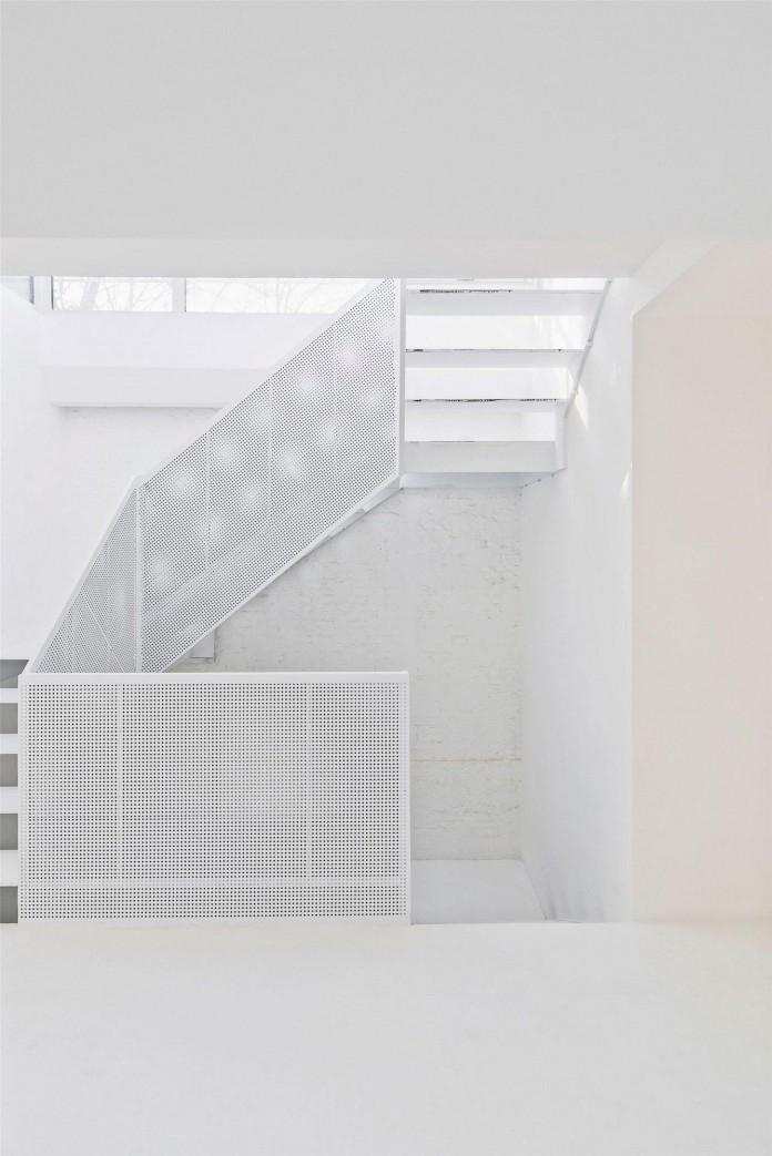 Beijing-Hutong-House-Renovation-by-ARCHSTUDIO-09