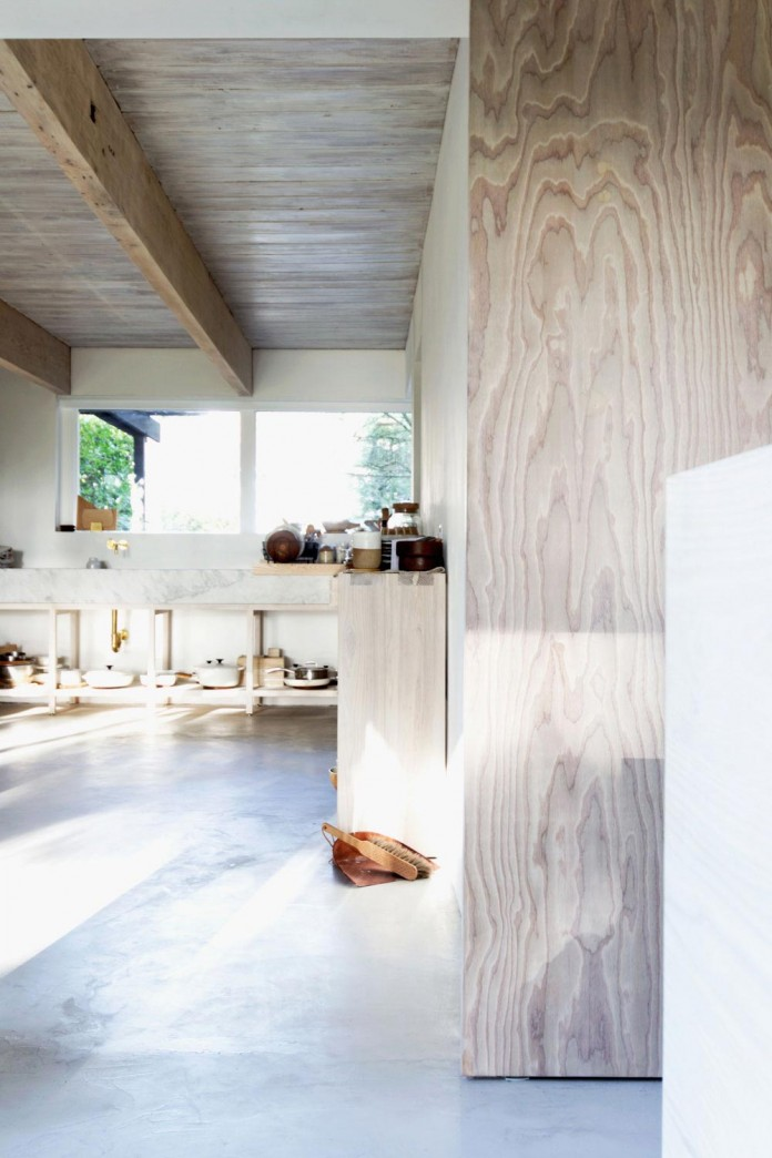 Bright-Pastel-Theme-of-North-Vancouver-House-by-Scott-Scott-Architects-06