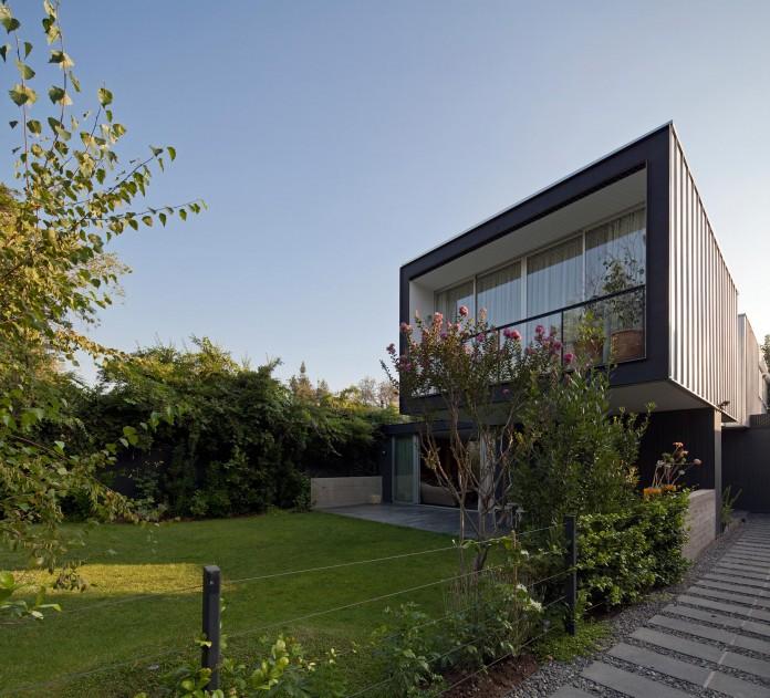 Casa-Vitacura-by-Riesco--Rivera-architects-01