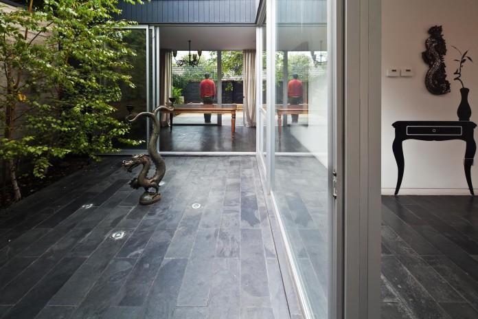 Casa-Vitacura-by-Riesco--Rivera-architects-08