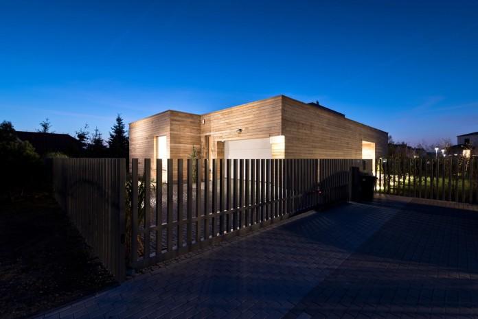 Cedar-House-by-Mariusz-Wrzeszcz-Office-12